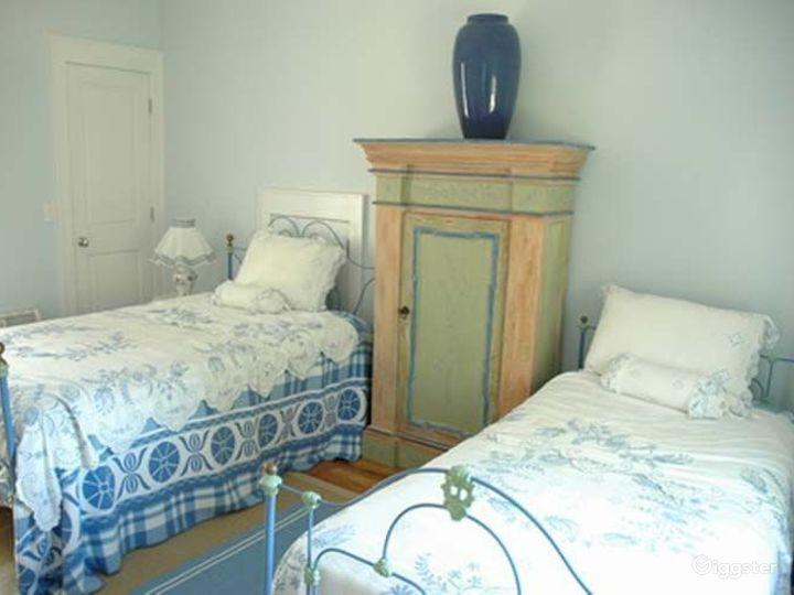 Traditional shingled Hamptons home: Location 4204 Photo 5