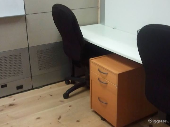 Clean and Light Office in Seattle Photo 2
