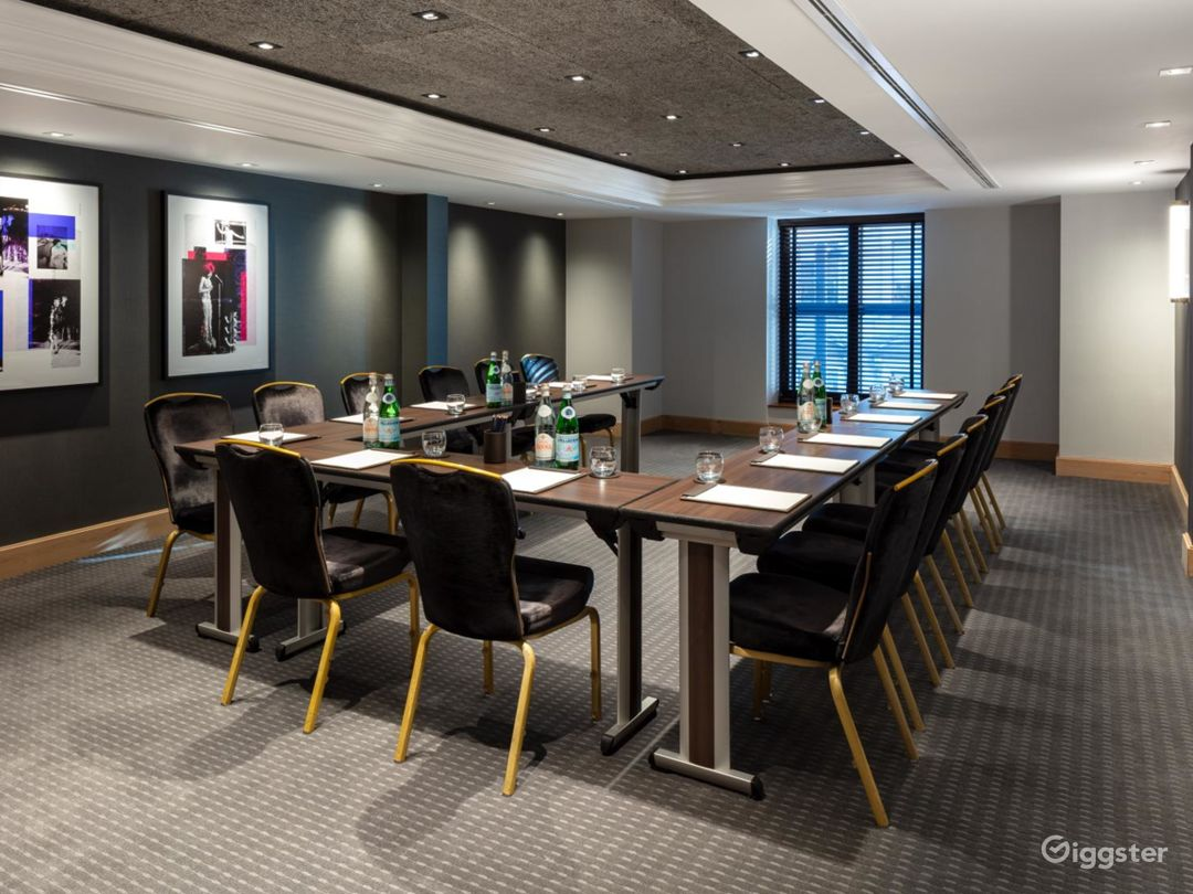 Stunning Private Room 12 in Manchester Photo 1