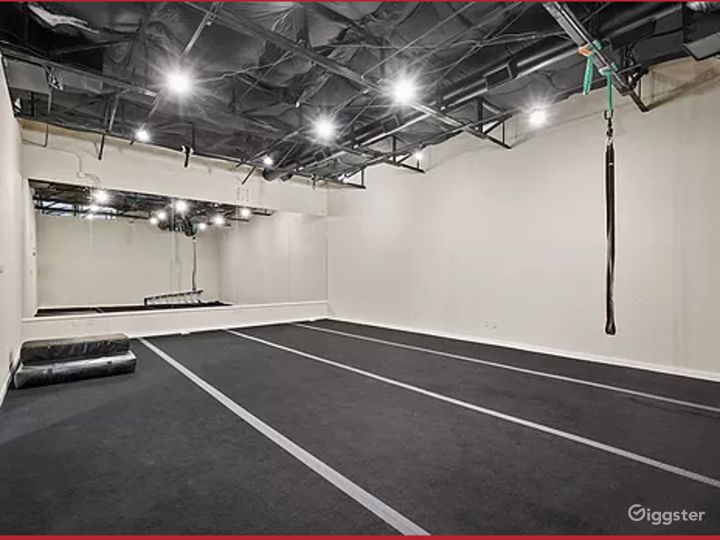 A Massive Exquisitely Finished Space for Artistic Event Buyout Photo 2