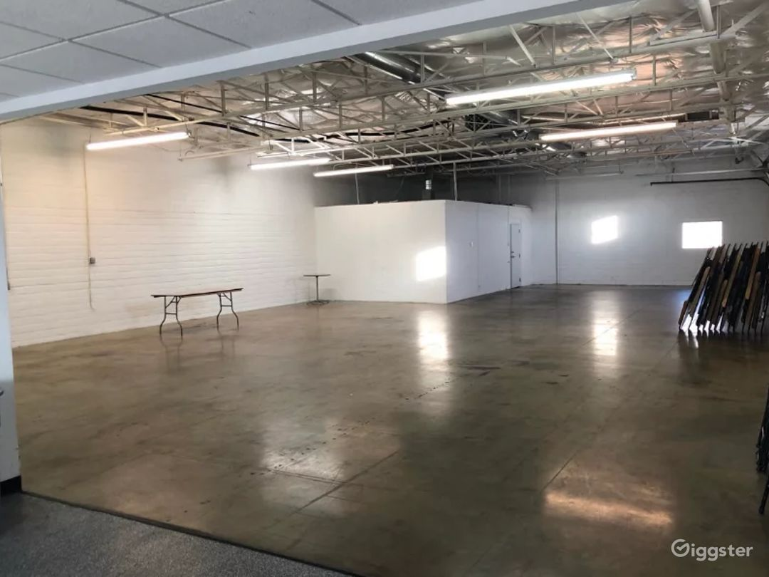 A Massive Exquisitely Finished Space for Artistic Event Buyout Photo 1
