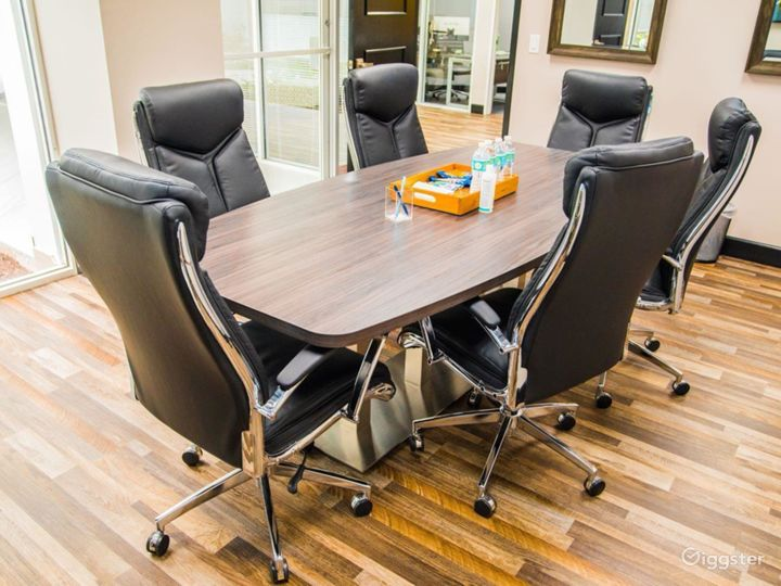 Spacious Conference Room in West Palm Beach Photo 2