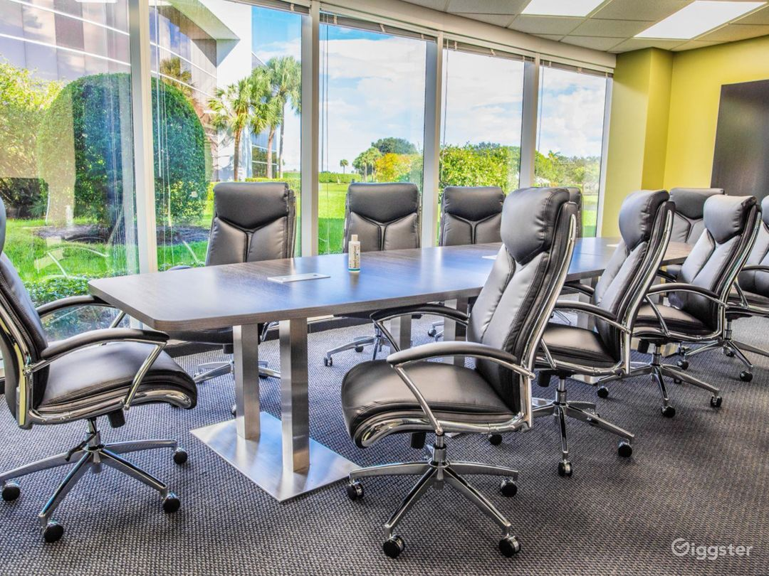 Spacious Conference Room in West Palm Beach Photo 1