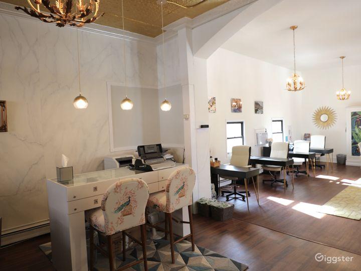 Photo Studio with Natural Light & Equipment Photo 5