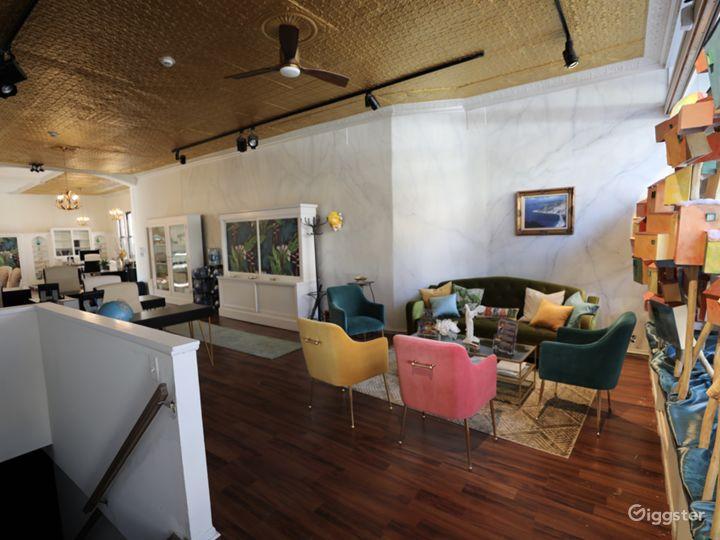 Photo Studio with Natural Light & Equipment Photo 2