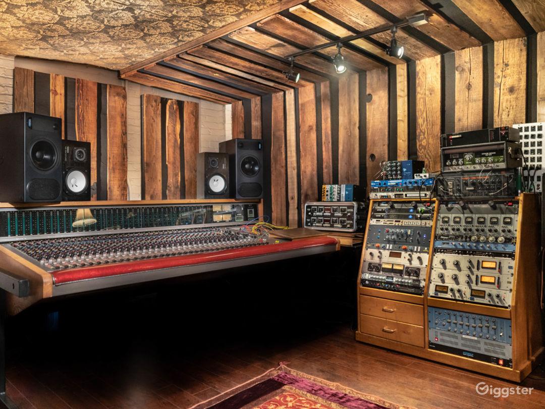 Warehouse / Recording Studios / Kitchen / Photo 2