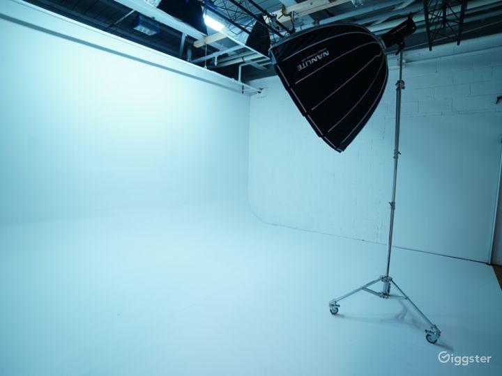 White Cyclorama Room Photo 2