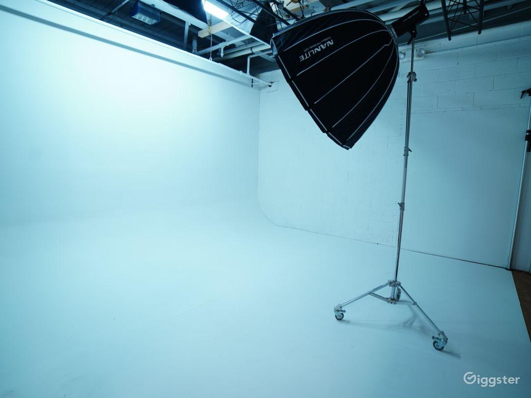 White Cyclorama Room Photo 1