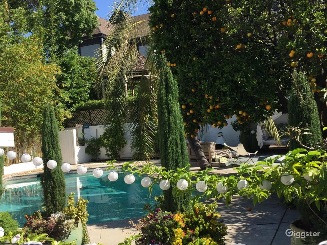 Angelina Heights Urban oasis Craftsman with a pool Photo 3