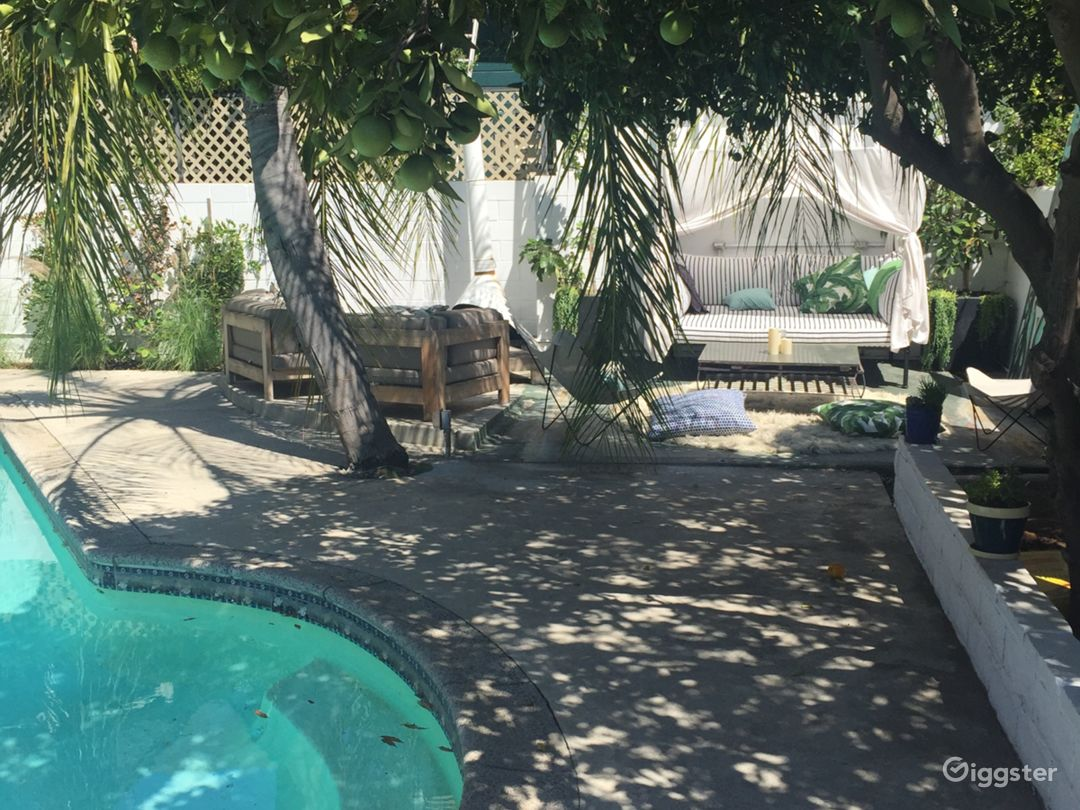 Angelina Heights Urban oasis Craftsman with a pool Photo 2