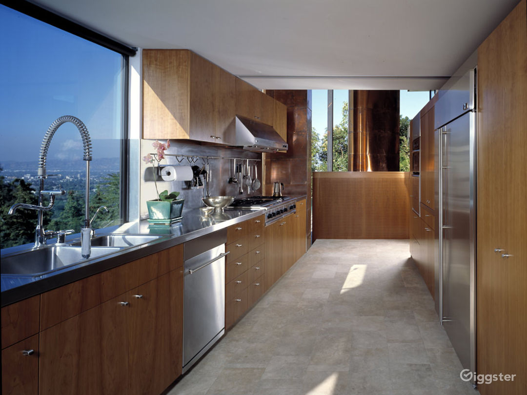 Contemporary Mansion up the Hills Photo 5