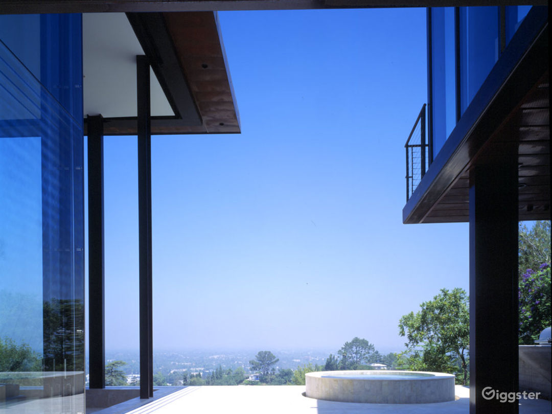 Contemporary Mansion up the Hills Photo 3