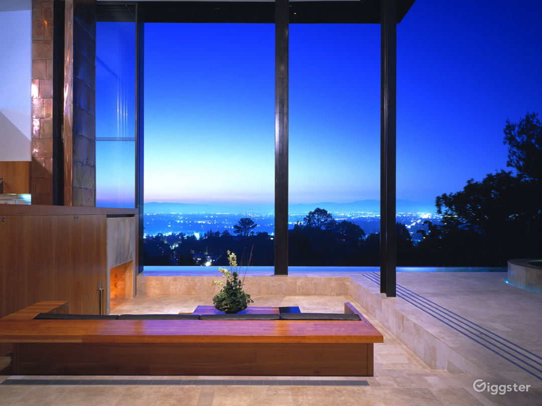 Contemporary Mansion up the Hills Photo 1