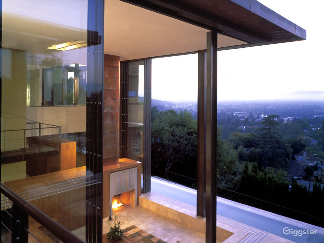 Contemporary Mansion up the Hills Photo 2