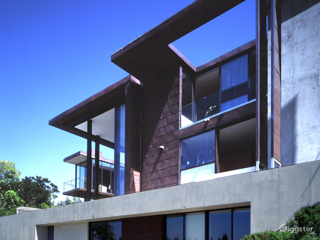 Contemporary Mansion up the Hills Photo 4