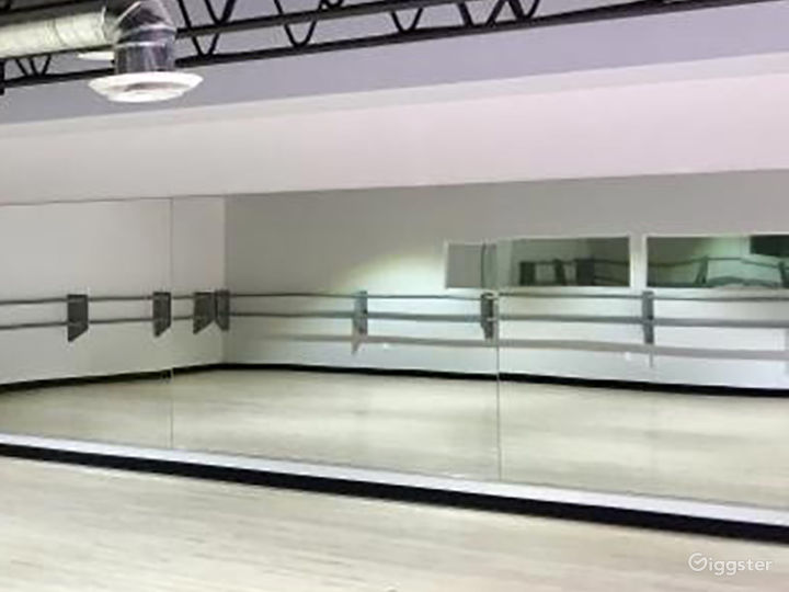 Contemporary Dance Studio II in Woodland Hills Photo 3
