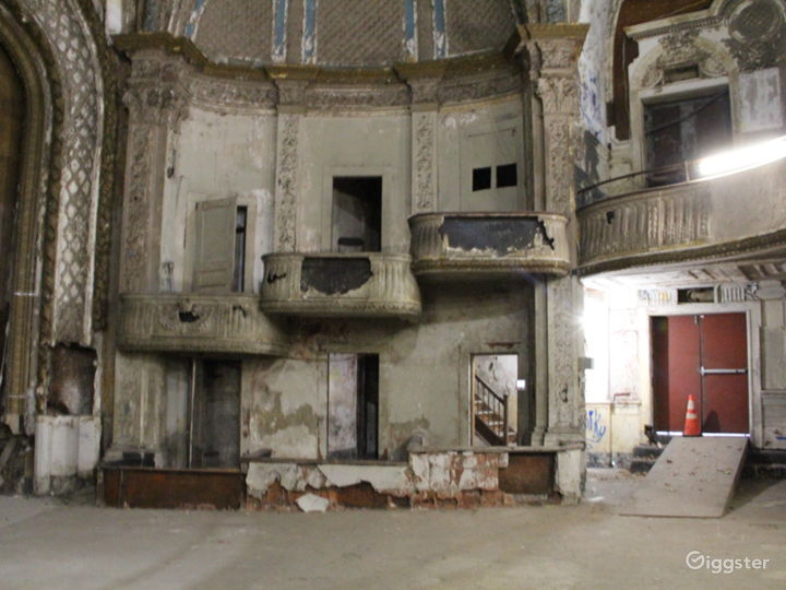 Traditional Distressed Theatre: Location 5185 Photo 3
