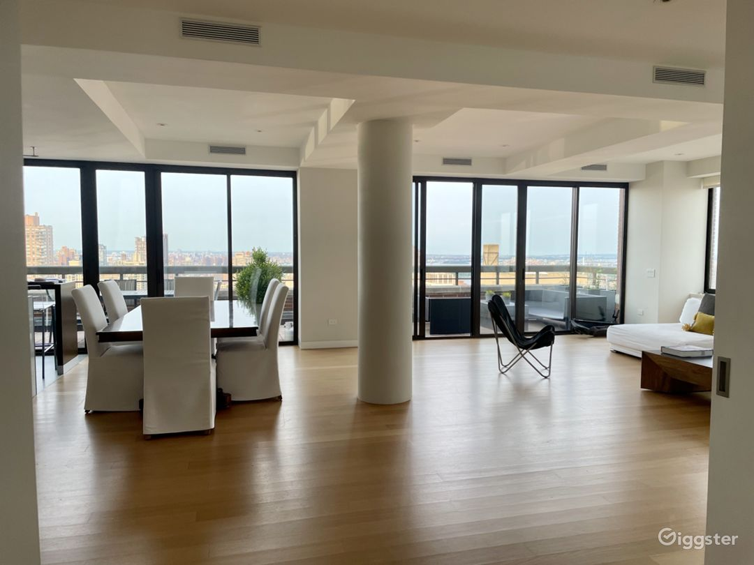 Bright open floor plan UES- Private terrace Photo 1