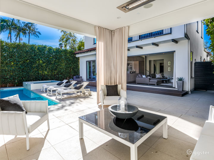 West Hollywood Mediterranean home with cabana  Photo 4