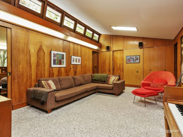 Mid Century Modern Home: Location 5170 Photo 3