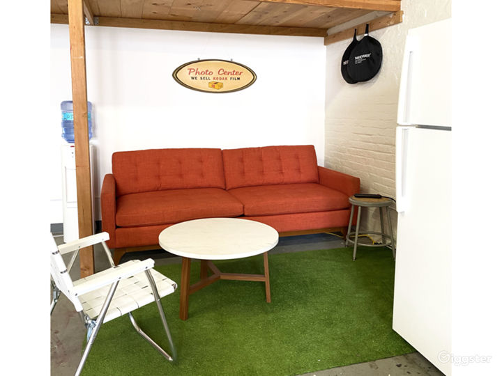 Lounge with water cooler and fridge