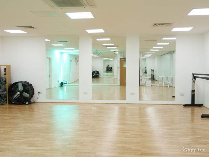 Studio 2: 8 x 10m (900 sq ft)
