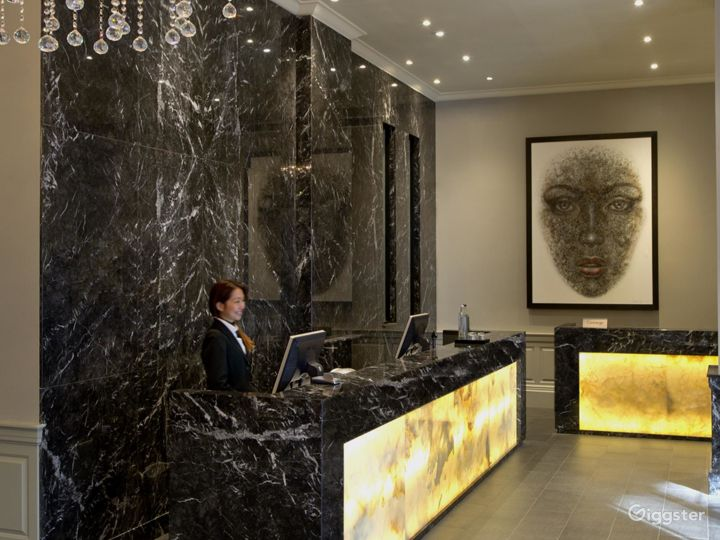 Classy Small Meeting Room in Tottenham Court Road, London Photo 3