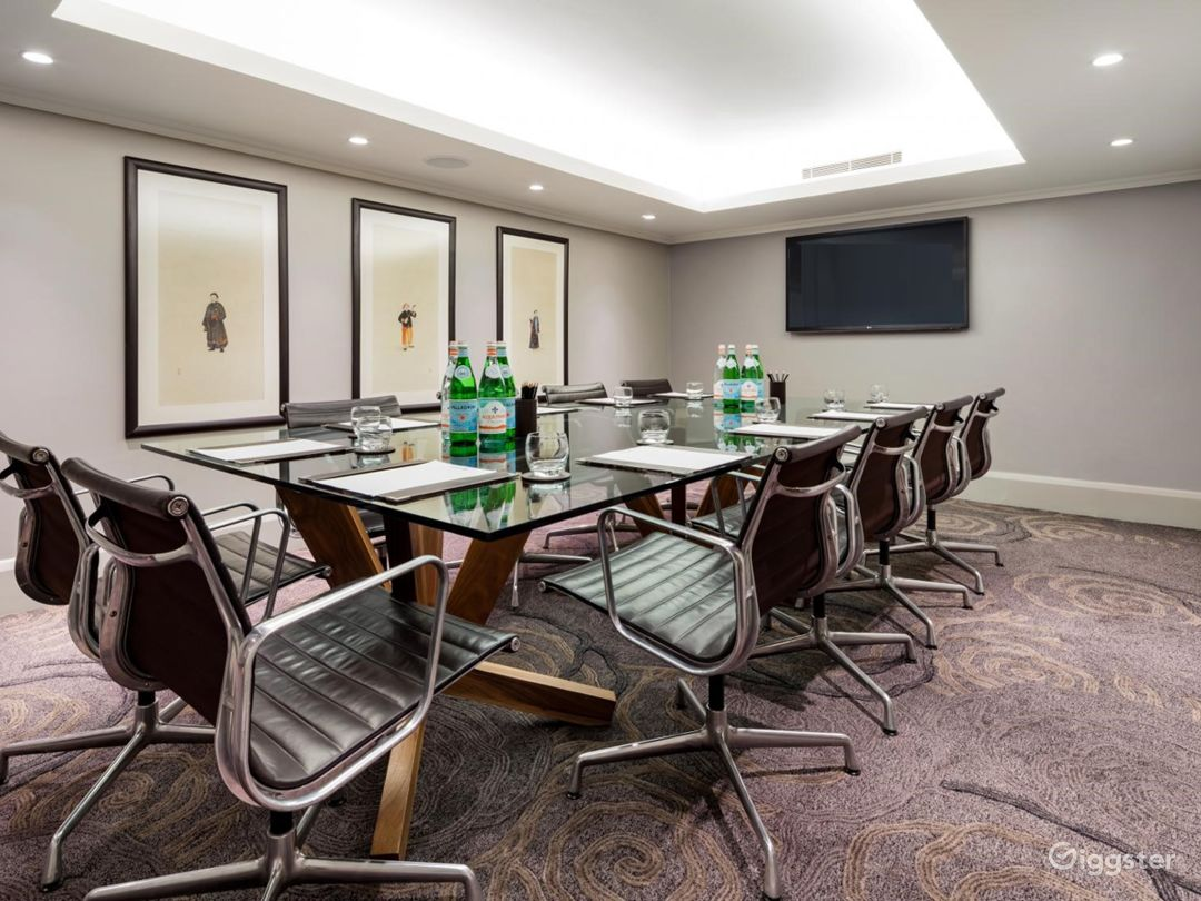 Classy Small Meeting Room in Tottenham Court Road, London Photo 1