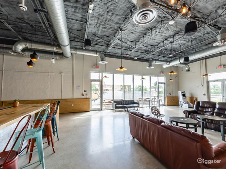 Spacious Taproom in Florida Photo 4