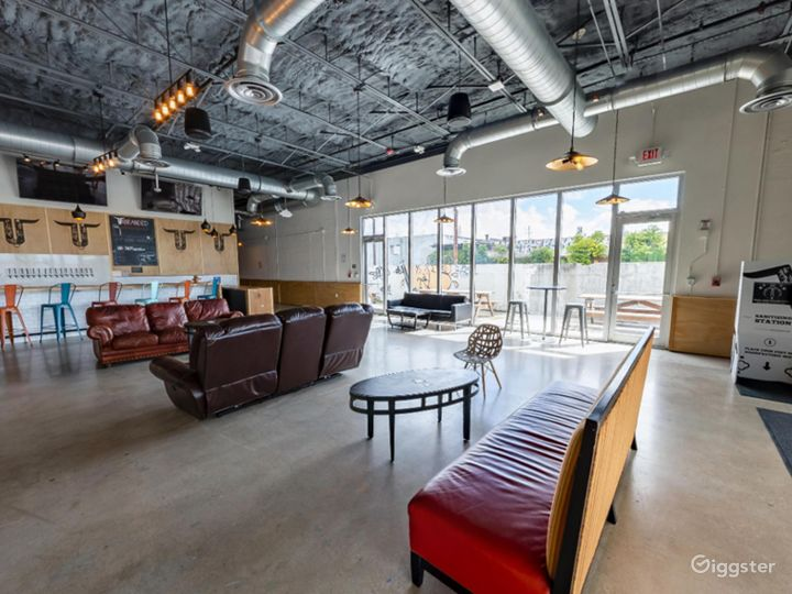 Spacious Taproom in Florida Photo 3