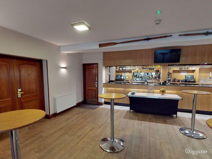 Elegant Bar in Oxford Photo 2