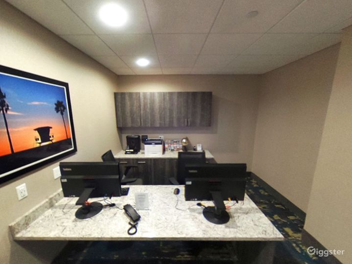 A Quiet Space For Meetings in Miami Photo 4