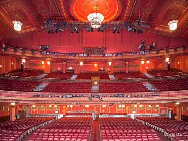 Unique and Atmospheric Theatre in London Photo 5