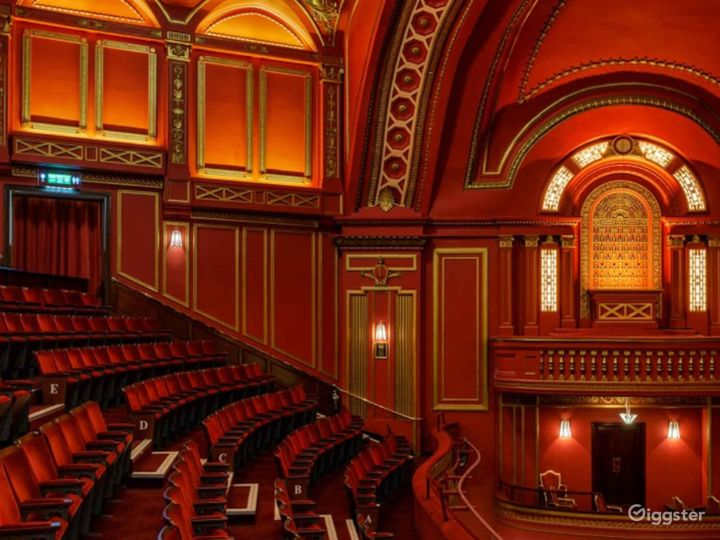 Unique and Atmospheric Theatre in London Photo 2