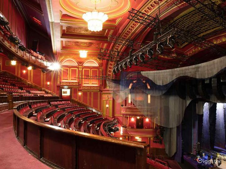 Unique and Atmospheric Theatre in London Photo 4