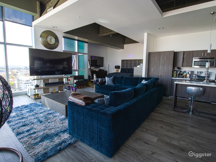 Large open loft with high-end furniture and A/V equip. Luxury Sofa Seating for 8. Unobstructed views of Los Angeles and Hollywood Skyline