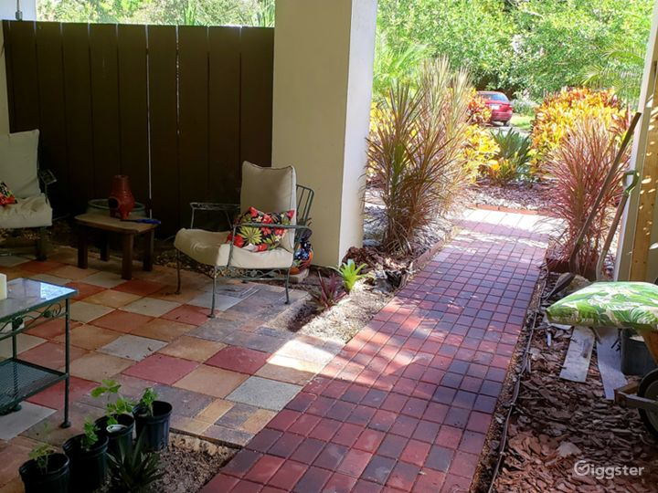 Private front entry patio