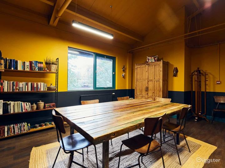 Warm and spacious Mexican vibe meeting room Photo 5