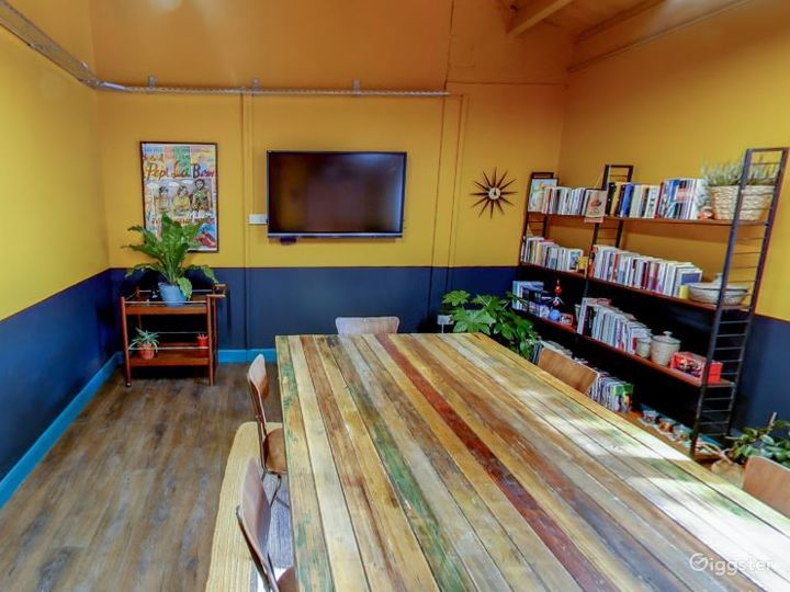 Warm and spacious Mexican vibe meeting room Photo 3
