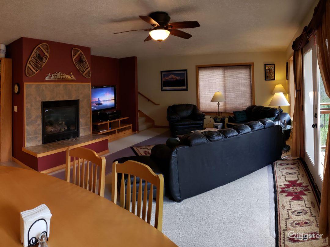 Opend livingroom on Floor 2 With balcony