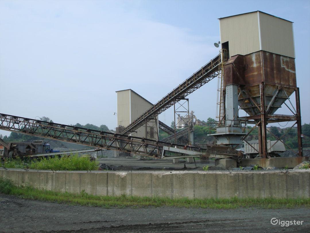 INDUSTRIAL 17 - Huge Operating Gravel Quarry Photo 3