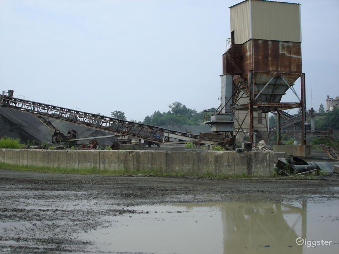 INDUSTRIAL 17 - Huge Operating Gravel Quarry Photo 2