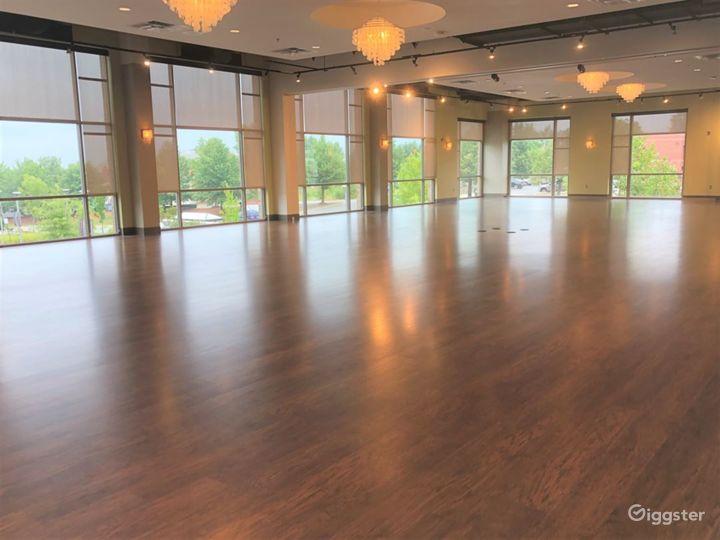 Cascades Overlook Event Center - Elegant Grand Ballroom  Photo 2