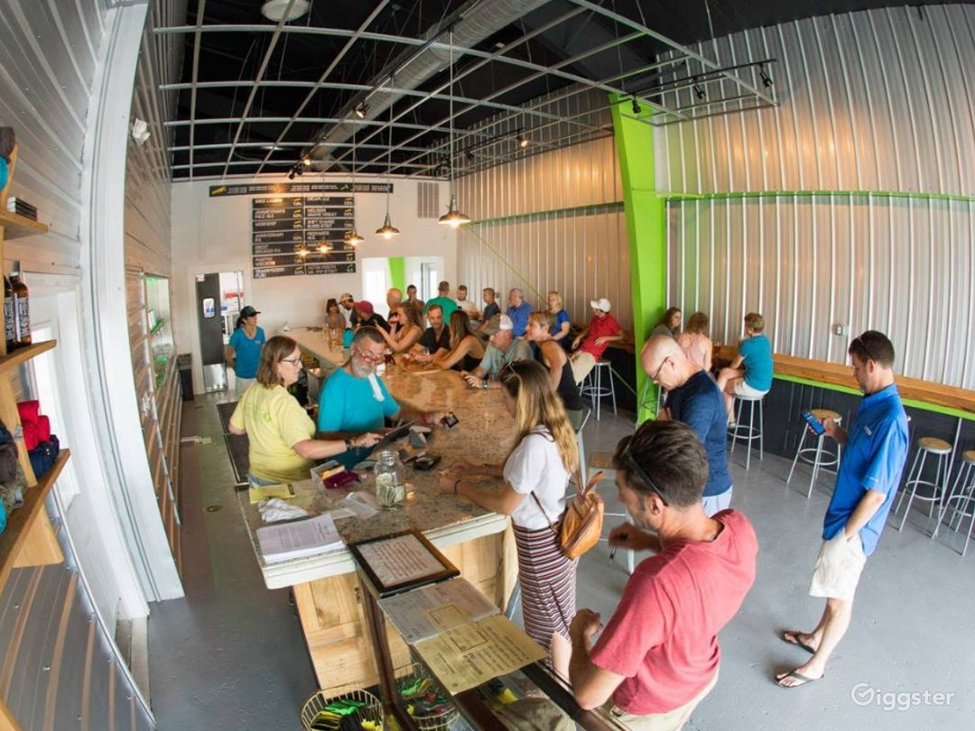 Tremendous Taproom in the Heart of Charleston Photo 1