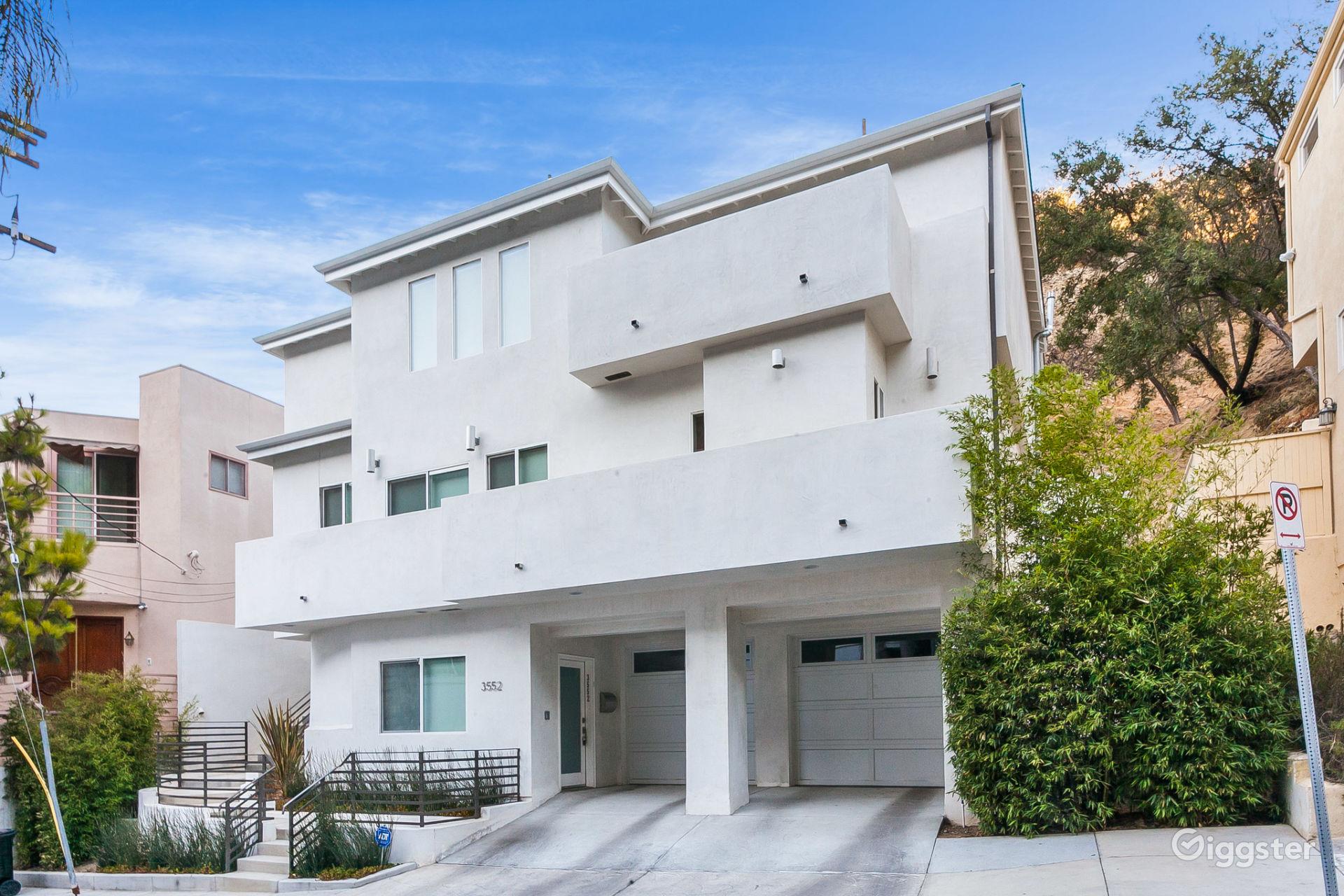 Luxury Modern Three-Level Home w/Elevator near Mullholland Drive Los Angeles Rental