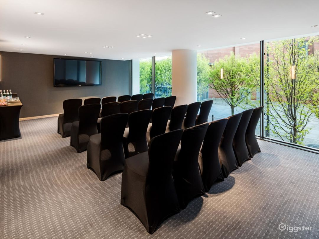 Beautiful Private Room 5 in Manchester Photo 1