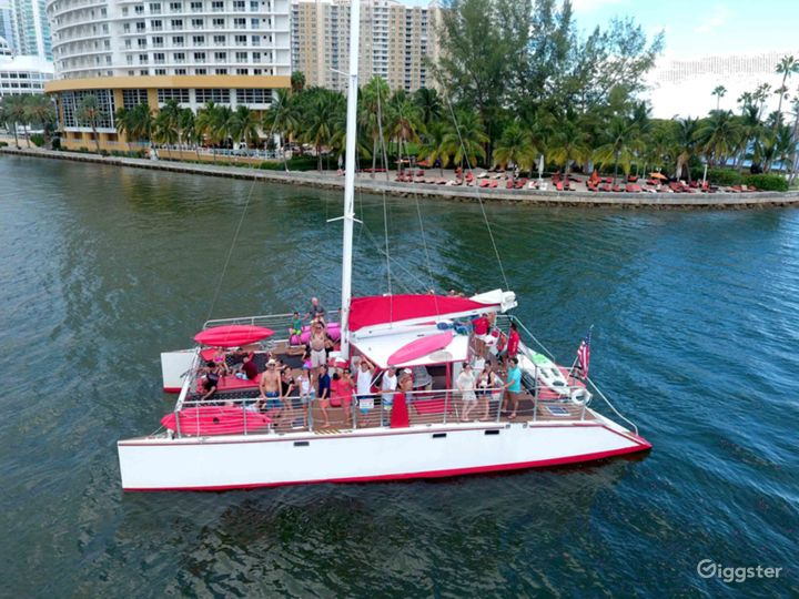 Relaxed and Spacious 49FT CATAMARAN Party Boat Space Events  Photo 3