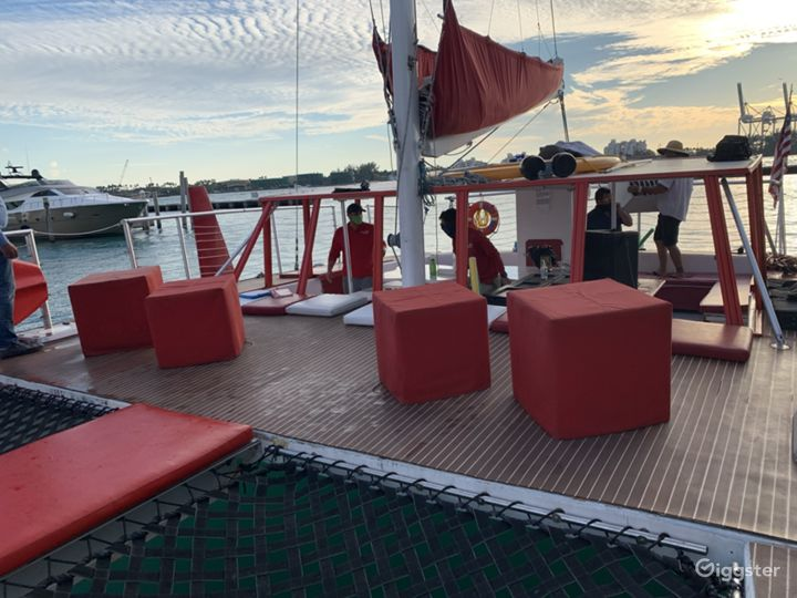 Relaxed and Spacious 49FT CATAMARAN Party Boat Space Events  Photo 4