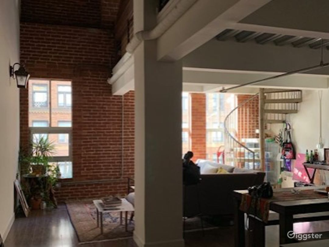Industrial Loft with great, natural lighting Photo 1