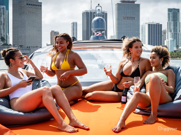 Classy 45FT AZIMUT Party Yacht Space Events Photo 2